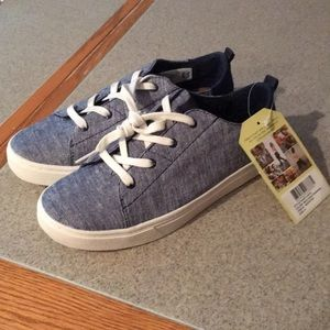 NEW Kids TOMS chambray lace and slip on shoes 4